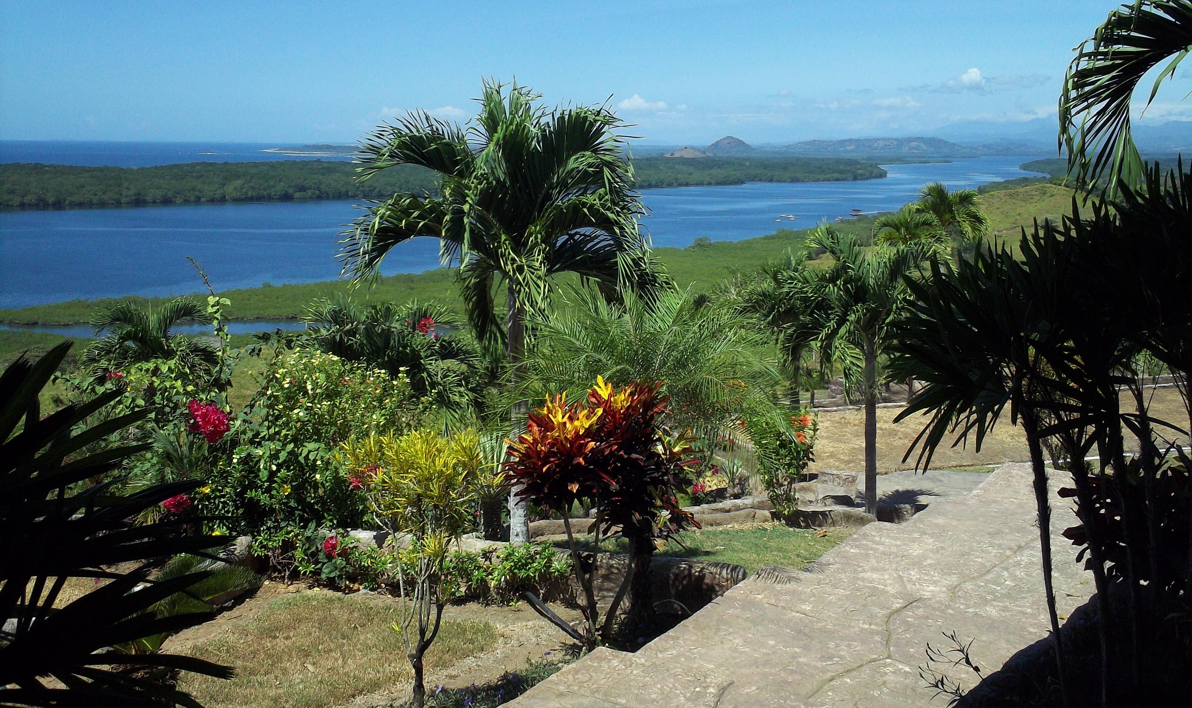 Panama sport fishing resort fleet marina and deep water for Fishing lodge for sale